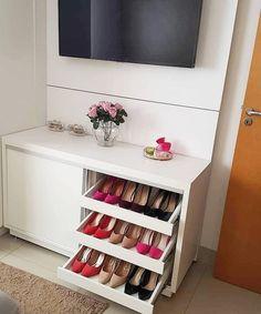 Use of Metal in Mid-Century Modern Furniture Bedroom Closet Design, Home Room Design, Home Decor Bedroom, Living Room Decor, Diy Home Decor, Master Bedroom, Cute Room Decor, Home Organization, Home Furniture
