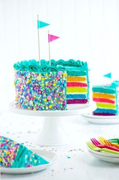 torta de cumpleaños asperjaArco torta de cumpleaños asperja pouringarainbow Rainbow Cake More Rainbow Birthday Cake from Candy-Filled Rainbow Treasure Cake White cake meets skittles meets Jell-O powder in this clever mashup that'll elevate birth. Rainbow Sprinkle Cakes, Rainbow Sprinkles, Food Cakes, Cupcake Cakes, Bakery Cakes, Tart Bakery, Bolo Shopkins, Bolo Original, Rainbow Food