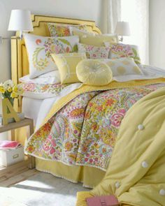 Yellow & Paisley love love love this.....especially the soft multipink quilt with it
