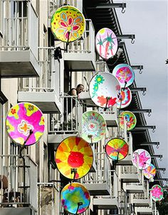 Pimp je schotel ('pimp your satellite dish') by Dutch artist Peter Doeswijk. The colourful drawings on the satellites were actually made by school children from Amsterdam-West. In this specific part of Amsterdam live a lot of foreigners. They use the satellite dishes to receive the broadcasts from their country of origin. Doeswijk printed the drawings on stickers which he put on the dishes. The stickers will stay on for a couple of months. The 150 satellites look like a cool street art…