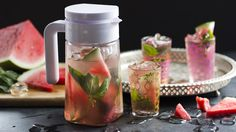 So fresh and simple – serve up this melony basil beauty to quench those hot summer days! Watermelon Margarita, Watermelon Slices, Difficult Recipe, Iced Tea Recipes, Non Alcoholic Drinks, Beverages, Other Recipes, Basil, Cooking Recipes