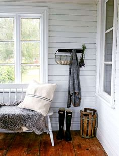 Hälsingegård Foto Lisa Björner Dutch House, Red Cottage, Tambour, Clawfoot Bathtub, Farm Life, Built Ins, Mudroom, Perfect Place, Farmhouse Decor