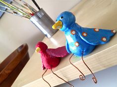 """Clay birdies and read """"Ah! Ces oiseaux"""" by Barbara Reid.  Simple instructions for grade 1."""