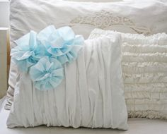 Gathered Pillow with Blue Flowers. This is a pdf download that you have to pay for, but I can figure out how to make it on my own.