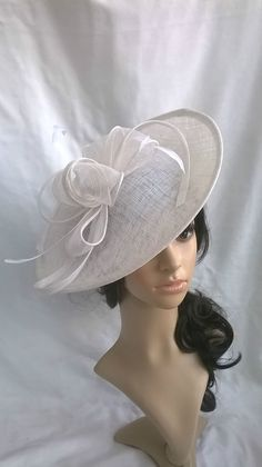 NEW WHITE SINAMAY & FEATHER FASCINATOR HAT.Shaped saucer disc,Wedding.