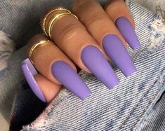 False nails have the advantage of offering a manicure worthy of the most advanced backstage and to hold longer than a simple nail polish. The problem is how to remove them without damaging your nails. Bright Summer Acrylic Nails, Best Acrylic Nails, Acrylic Nail Designs, Nails Kylie Jenner, Wedding Nail Polish, Wedding Nails, Gel Nails At Home, Nail Sizes, Short Nail Designs