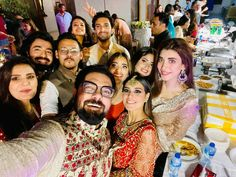 Saboor Aly, Yasir Hussain, Zara Noor Abbas And Kinza Hashmi Dance Performance At Friend's Mehndi Pakistani Dramas, Pakistani Actress, Kinza Hashmi, Iqra Aziz, Sajal Ali, Best Couple, Mehndi, Zara, Actresses