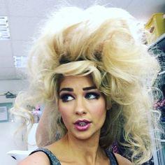 cheveux blond crêper Big Blonde Hair, Bad Hair, Art Of Beauty, Hair Beauty, Teased Hair, Wig Hairstyles, Hairstyle Ideas, Mi Long, Big And Beautiful