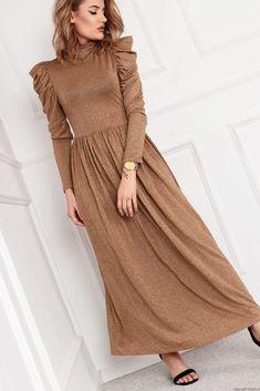 Sukienka maxi z bufkami  -złota nitka Retro Fashion, Women's Fashion, Retro Style, Dresses With Sleeves, Long Sleeve, Model, Gowns With Sleeves, Mathematical Model