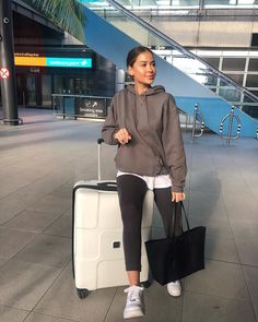 You are in the right place about Airport Outfit classy Here we offer you the most beautiful pictures about the Airport Outfit business you are look Chill Outfits, Sporty Outfits, Athletic Outfits, Mode Outfits, Trendy Outfits, Fashion Outfits, Athletic Clothes, Gym Outfits, Fitness Outfits