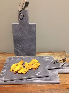 Deze snijplanken zijn gemaakt van natuursteen en zijn verkrijgbaar in 2 maten. #snijplank #natuursteen #keuken