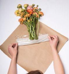 Как упаковать цветы с помощью крафт-бумаги