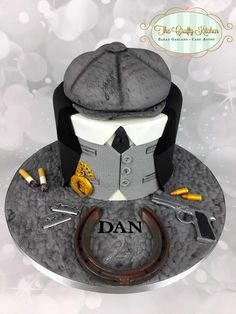 A cake for a Peaky Blinders fan. 30th Birthday Cakes For Men, Happy Birthday Cupcakes, Gorgeous Cakes, Amazing Cakes, Cake Design For Men, Creative Desserts, New Cake, Crazy Cakes, Just Cakes