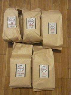 昨日までに 東京と大阪のコーヒー教室の準備、  そして全国へのコーヒー発送を完了!    今回もなかなかユニークなコーヒーです★    例えば、  とてもクリーンでみずみずしいインドネシアのコーヒーって  飲んだことありますか?^^