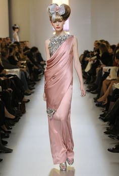 Google Image Result for http://www.mimifroufrou.com/scentedsalamander/images/chanel-SS-2010-evening.jpg