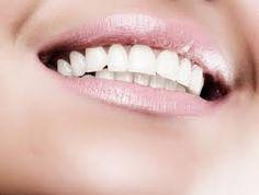 dientes blancos en casa - sácale el jugo del limón entero , luego le añades una cucharada de bicarbonato y lo mezclas junto con el limón, luego lo tienes que añadir al cepillo de dientes y te lavas. Luego te enjuagas y te lavas con tu pasta de diente. Solo una vez por semana, porque tiene acidos.