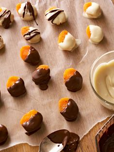 Chocolate-Dipped and Nut-Stuffed Apricots Healthy Chocolate Desserts, Chocolate Sweets, Chocolate Caramels, Chocolate Cookies, Chocolate Recipes, Chocolate Ice Cream, Chocolate Covered Strawberries, Snack Recipes, Dessert Recipes
