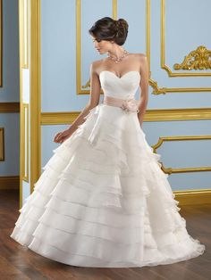 Love this dress! Reminds me of Scarlett O'Hara from Gone With The Wind