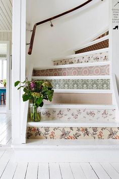 DIY Wallpaper Stairs Botanical Style is a big trend in home decorating, from Boho to Country, to Minimalist and Clean, everyone wants to bring in more plants and flowers at the moment – real, faux and. Wallpaper Stairs, Diy Wallpaper, Wallpaper Patterns, Unique Wallpaper, Wallpaper Cabinets, Botanical Wallpaper, Flower Wallpaper, Diy Tapete, Painted Staircases