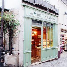 — Paris//