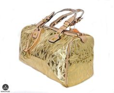 Bolso de Moda MK Color Dorado, Forro interior MK con compartimientos. #Moda #Mujer #Mexico a solo $700.00