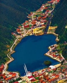 Uzungöl (Long Lake), Çaykara, Trabzon ⛵ Eastern Blacksea Region of Turkey ⚓ Östliche Schwarzmeerregion der Türkei #karadeniz #doğukaradeniz #trabzon #طرابزون #ტრაპიზონი #Tрабзон #travel #city #nature #landscape #ecotourism #mythological #colchis #thegoldenfleece #thecolchiandragon #amazonwarriors #tzaniti