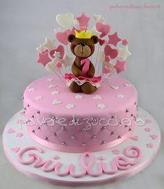 Torta orsetta ballerina per un primo compleanno Cake with a bear for a first birthday