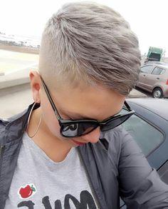 Haircut curly 20 Amazing Super Short Haircuts For Every Face Shape Fantastic super short haircut on blonde hair Very Short Hair, Short Hair Cuts, Short Hair Styles, Super Short Pixie, Trending Hairstyles, Pixie Hairstyles, Cool Hairstyles, Pixie Cut Kurz, Pixie Cuts