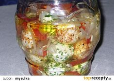 Naložené sýrové kuličky recept - TopRecepty.cz Protein, Cheese Recipes, Preserves, Food And Drink, Appetizers, Homemade, Canning, Embroidery Stitches, Celebrations