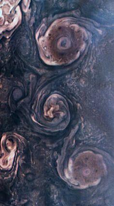 Jovian Swirls [1000x1800] http://ift.tt/2lnBLuF