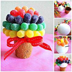 20 Ideias de Topiarias Feitas com Doces Candy Bouquet, Fruit, Breakfast, Cooking, Food, Raspberry, Cereal, Jelly Beans, Pranks