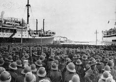 Soldados italianos embarcando en Nápoles hacia Etiopía (1936).Italia añadirá los altiplanos etíopes a su imperio colonial.