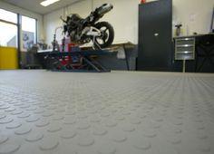 Garagenboden mit PVC-Fliesen H&G ECO 500/6 und Noppen