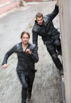 Find images and videos about divergent, four and dauntless on We Heart It - the app to get lost in what you love. Divergent Hunger Games, Divergent Fandom, Divergent Trilogy, Divergent Insurgent Allegiant, Divergent Jokes, Theo James, Film D'action, Film Serie, Veronica Roth