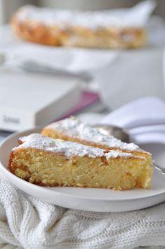 Pastel de limón húmedo con trozos de chocolate blanco y con almendras!