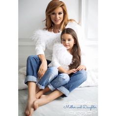 Mother And Daughter adorable matching outfits Mother Daughter Poses, Mother Daughter Pictures, Mother Daughter Fashion, Mother Daughter Photography, Mother Daughter Matching Outfits, Mother And Child, Mother Daughters, Mommy And Me Photo Shoot, Family Outfits