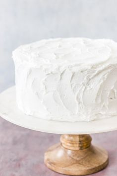 This super moist white cake recipe from scratch is the best white cake I've ever had. It's made with sour cream and has a soft and moist texture. Perfect for weddings and birthdays. White Wedding Cakes, Beautiful Wedding Cakes, Gorgeous Cakes, Wedding Cupcakes, Exotic Wedding, Homemade White Cakes, Homemade Cake Recipes, Cake Stands Uk, Moist White Cake