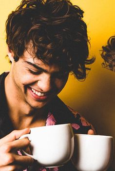 Noah Centineo Source chicos guapos - Rebel Without Applause Beautiful Boys, Gorgeous Men, Lara Jean, Movie Couples, Dream Guy, Celebs, Celebrities, Handsome Boys, Cute Guys