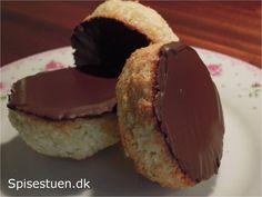 Opskriften er Mette Blomsterbergs fra Kongerigets kager. Det er en super lækker opskrift, hvor den almindelige kokosmakron lige har fået et tvist med marcipan og lime – uhh det er godt. De er…