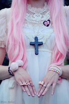 Most popular tags for this image include: pastel, pastel goth, pink, goth and hair