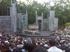Set of the 2009 American Players Theatre performance of The Comedy of ...
