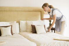 Siga essas dicas simples e mantenha seu quarto sempre limpo e organizado!  Às vezes deixamos roupas, sapatos e outros objetos espalhados pelo quarto. Assim que levantar, recolha tudo e faça uma