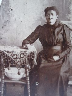 ANTIQUE AFRICAN AMERICAN CABINET CARD VICTORIAN LADY FASHION TEXTILE DECOR PHOTO