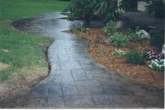Cement Sidewalk Ideas   walkway.jpg (49257 bytes)