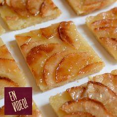 Esta tarta de manzana, es la tarta de las tartas! Tiene el equilibrio justo del sabor de la manzana, el azúcar caramelizada y el crocante de la masa que hace que sea una de las mas ricas que haya probado... y además de todo es muy fácil de hacer! INGREDIENTES Para la masa:Harina 250 gr, manteca 130 gr, sal 1/2 cdta, Azúcar 1 cda y agua 60 gr. Para la cobertura:Manzanas verdes Granny Smith 3 u, A ... Apple Desserts, Sweet Desserts, Apple Recipes, Raw Food Recipes, Sweet Recipes, Dessert Recipes, Cooking Recipes, Sweet Pie, Pastry And Bakery
