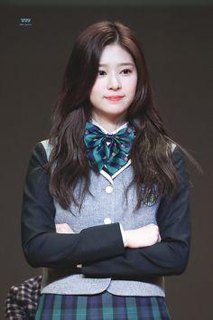 Cre: on pic Kpop Girl Groups, Kpop Girls, New Street Style, Yu Jin, Cute Korean Girl, Japanese Girl Group, Kim Min, Beauty Full Girl, Haircuts For Men