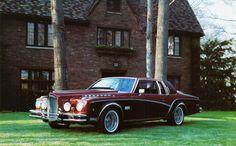 Bayliff Packard Coupe de 1981 sobre un chasis de Cadillac Coupe de Ville. Bayliff Coach Corporation es una empresa americana especializada en replicas actualizadas. Fotografia by Alden Jewell y depositada en Flickr.