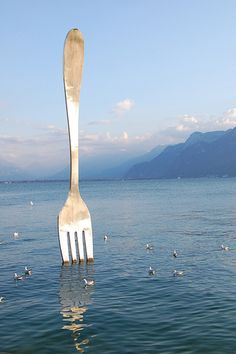 The Great Fork in Lake Geneva region in Vevey is located across the Musée de l'Alimentation (Nestlé Alimentarium). Switzerland, you are drunk You cannot eat a lake with a fork You need a spoon to do. Vevey, The Places Youll Go, Places To Go, Skinny Mom, Stop Working, Lake Geneva, Travel Goals, Light Art, Cool Pictures