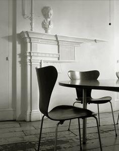 Series 7 by Arne Jacobsen for Fritz Hansen
