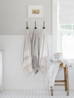 Gorgeous ways to decorate a tiny bathroom. Are you looking for gorgeous ways to decorate your tiny bathroom? Try these tiny bathroom decor ideas for the chichest tiny bathroom on the block! Bad Inspiration, Bathroom Inspiration, White Bathroom, Small Bathroom, Bathroom Ideas, Hooks In Bathroom, Cream Bathroom, Bathroom Gallery, Master Bathroom